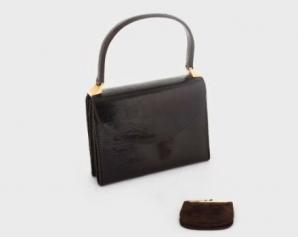 Poşeta Gucci a Elenei Ceauşescu, scoasă la licitaţie. Cât valorează