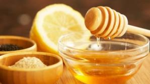 A băut apă caldă cu miere şi lămâie în fiecare zi. Află ce i s-a întâmplat