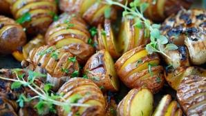 Cartofi acordeon cu usturoi