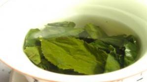 Cum se prepară băutura care previne bolile la rinichi şi îi curăţă