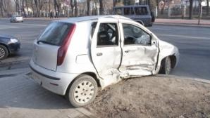 Accident cumplit în Iaşi. Trei maşini s-au izbit violent: două victime / Foto: ziaruldeiasi.ro