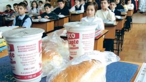 Fructele și laptele în școli: Ce alimente vor mai primi elevii