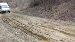 Drumul judeţean 203A, din Buzău, este impacticabil după topirea zăpezii