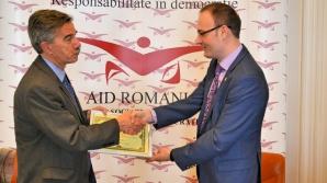 """Asociatia pentru Implementarea Democratiei i-a acordat lui Mark Taplin distincţia """"Excellence for Democracy Award"""""""