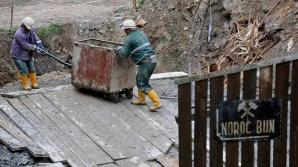 300 de mineri blocați în subteran
