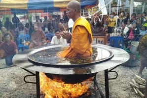 Călugărul în ulei încins