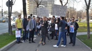 http://www.ziare.com/stiri/proteste/liberalii-au-protestat-in-fata-sediului-psd-aici-a-murit-justitia-1355148