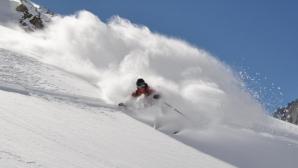 Aterizare forţată uluitoare. Femeie, lovită de avion pe pârtia de schi. Aproape şi-a pierdut mâna!