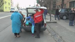 Imagini incredibile în Braşov! Mai mulţi pacienţi, înghesuiţi în portbagajul unei Ambulanţe