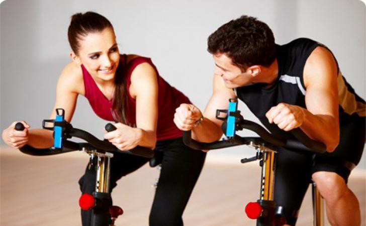 Bărbați obsedați de sport le pun pe fugă pe femei