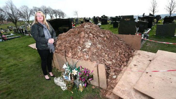 S-au dus la mormântul mamei să depună flori, de 8 martie, şi ce au găsit acolo i-a îngrozit