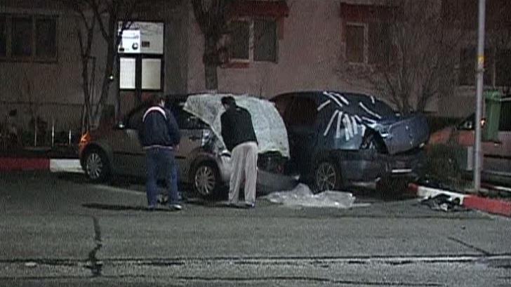 Un poliţist din Argeş a lovit 7 maşini şi a fugit de la locul accidentului