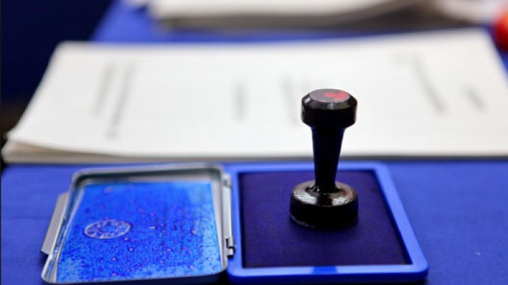 <p>Alegeri Republica Moldova: Până la ora 12:00 au votat 23 % din alegători</p>