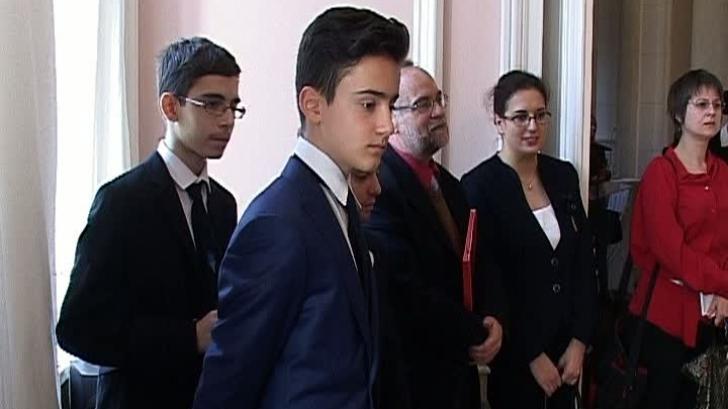 Zece companii franceze oferă burse studenţilor români