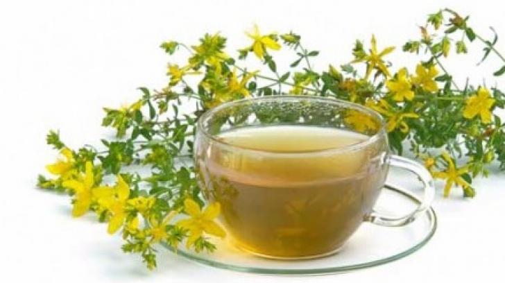 Beneficiile spectaculoase ale ceaiului de sunătoare. De ce este bine să consumi o cană pe zi