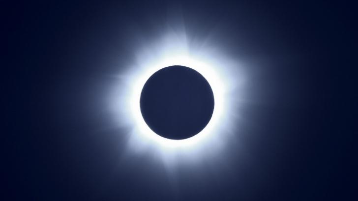 Eclipsa de soare. Vezi acum LIVE cele mai spectaculoase imagini