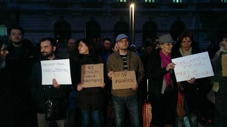 """Protest în Piața Universității, față de votul Senatului în cazul Șova: """"Nu Șovăim, vrem dreptate!"""""""