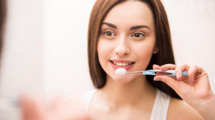 De ce să te speli pe dinți cu sare de mare și bicarbonat