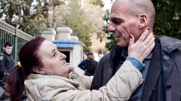 Varoufakis, admirat la Atena, urecheat la Bruxelles