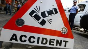 Accident rutier grav: Un microbuz s-a răsturnat după ce a încercat să evite un biciclist