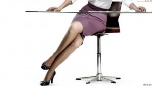 Bancul zilei: Secretara unei firme purta fustiţe foarte scurte