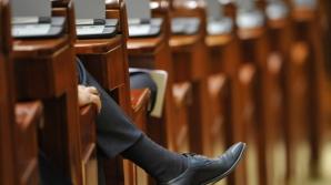 Deputații nu au cvorum pentru începerea ședinței de plen. Se face apel nominal