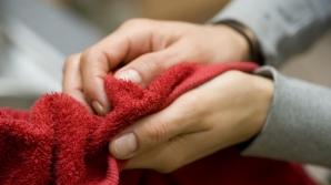 Îţi usuci mâinile la aparat sau cu prosop de hârtie? Află ce este mai sănătos