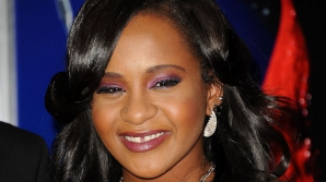 Bobbi Kristina, fiica regretatei Whitney Houston, a ieșit din comă