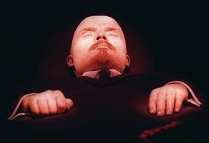 Lenin, mumia vie - cadavrul bolşevicului arată din ce în ce mai bine