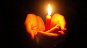 De ce se ia lumină de Paşte. Ce faci cu lumânarea de la Înviere
