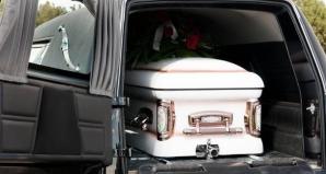Practică bizară, interzisă oficial în China: striptease-ul la înmormântări