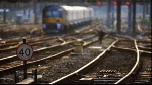 Tir, lovit de tren în Olt. Circulaţia feroviară a fost oprită