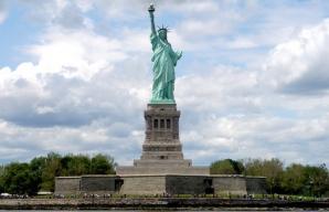 Statuia Libertăţii, evacuată în urma unei ameninţări cu bombă