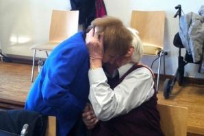 Eva Mozes Kor, supravieţuitoare a Holocaustului, alături de fostul gardian nazist de la Auschwitz, Oskar Groening