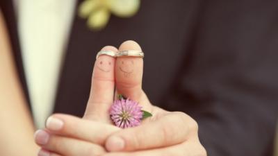 Cea mai vânată burlăciţă din Iaşi s-a căsătorit. Moşteneşte o avere fabuloasă