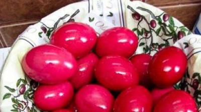 Cel mai mare pericol de Paște: cum recunoști vopseaua tipografică din ouăle roșii