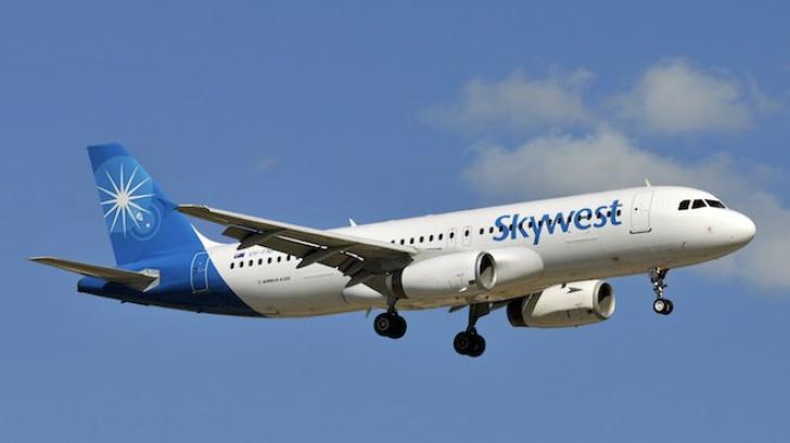 Panică într-un avion după ce trei pasageri şi-au pierdut cunoştinţa: a aterizat de urgenţă