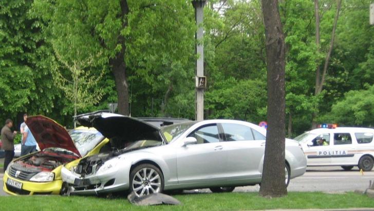 Accident pe Șoseaua Kiseleff. Două persoane au ajuns la spital