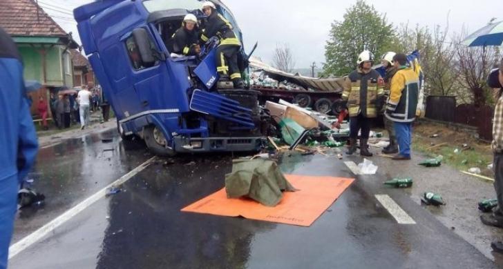 Tragedie pe o şosea din Mureş. Un mort, după ce două TIR-uri s-au ciocnit frontal / Foto: voceatransilvaniei.ro