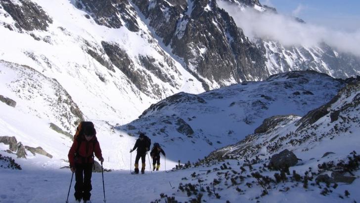 CUTREMUR NEPAL. Tabăra de bază a alpiniștilor de pe Everest a fost sever afectată
