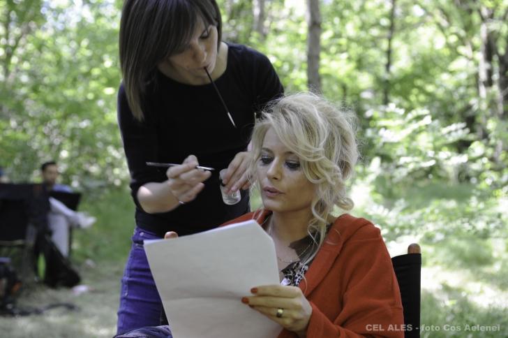 Laura Cosoi, scene fierbinti intr-un nou film