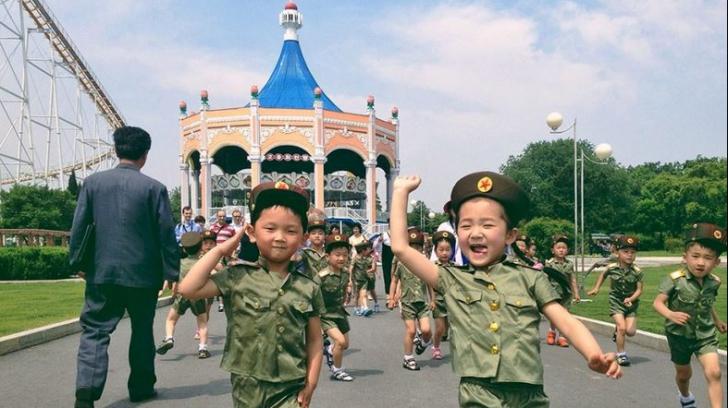 """Coreea de Nord: comunismul și sărăcia devin """"superbe"""" prin lentila acestui fotograf"""
