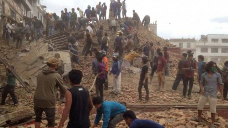 Cutremur Nepal: Bilanțul poate ajunge la 10 000 de morți. Trei zile de doilu național