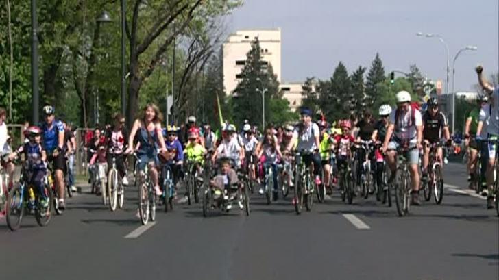 Bicicliştii au cucerit Capitala: ce au cerut aproape 7000 de persoane care au ieşit pe stradă