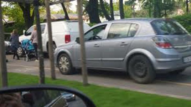 Șmecheri de București. Ce au făcut doi șoferi ziua-n amiaza mare. FOTO