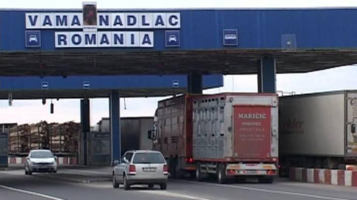 Descoperire incredibilă în Vama Nădlac, într-un microbuz, sub un morman de haine...