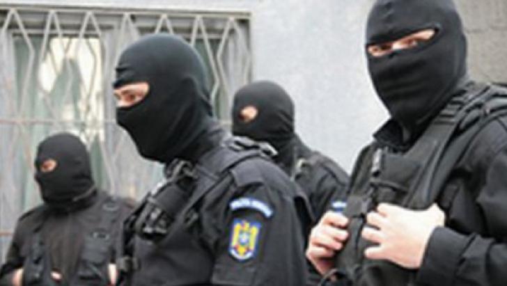 Percheziții la firme de pază bănuite de evaziune fiscală