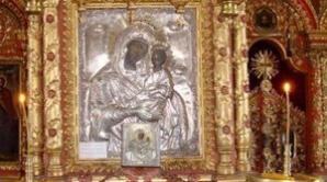Misterul Icoanei Maicii Domnului cu trei mâini din Vâlcea