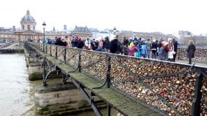 Lovitură pentru îndrăgostiţi: Lacătele dragostei de pe celebrul Pont des Arts dispar