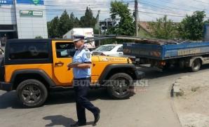 Accident cumplit la Bucium. Maşina, străpunsă de mai multe bare metalice / Foto: bzi.ro
